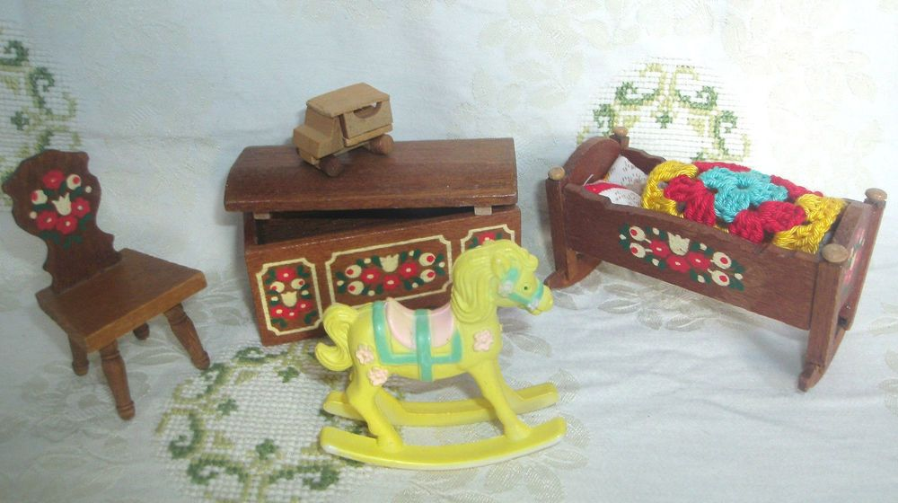Etagenbett Puppenstube : Puppenstube wiege stuhl truhe schaukelpferd er j