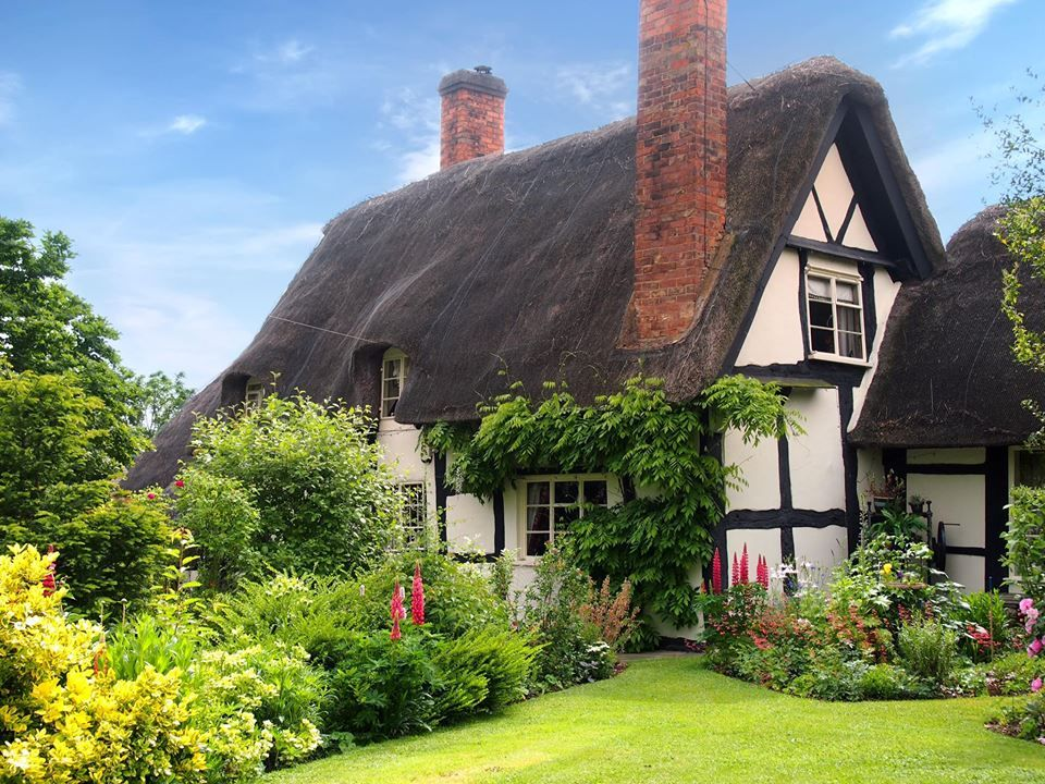 Pollyanna In Birlingham Worcestershi Cotswolds Cottage Cottage House Designs Thatched Cottage
