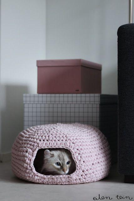 Free Pattern Kitty Hideaway Kitty Pinterest Crochet Cats