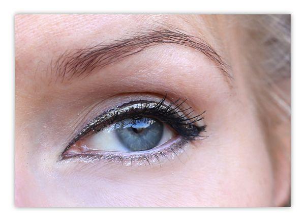 Blogger Karkkipäivä-Sanni wearing the new waterproof Blueberry Eyeliner. #eyeliner #lumene