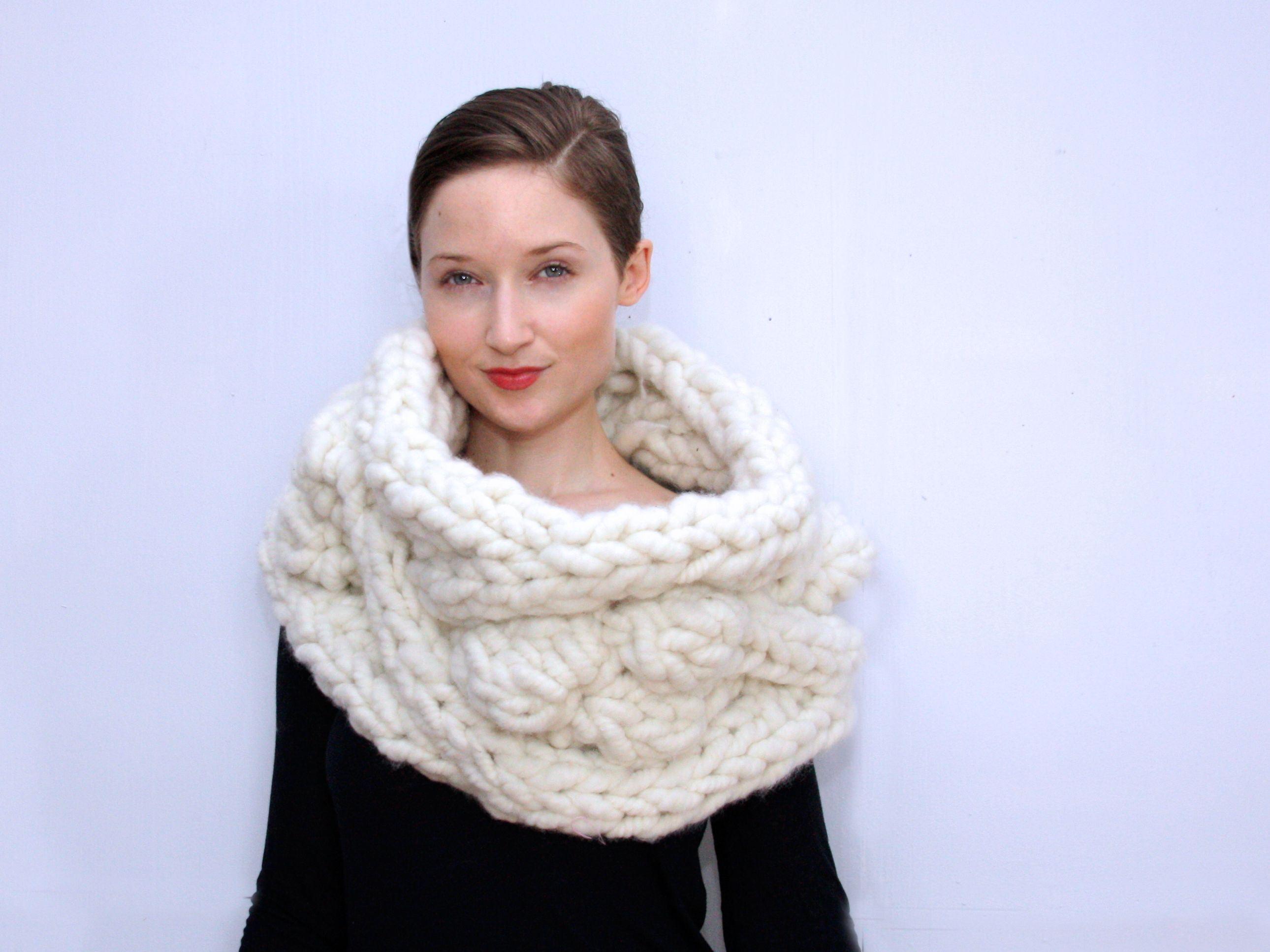 The bobble snood by julia ramsey find the yarn and pattern at the bobble snood by julia ramsey find the yarn and pattern at bagsmith bankloansurffo Images