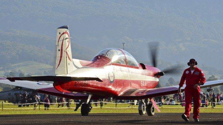 Raaf Roulettes Pc 9 Taxis Out For A Display During The Recent