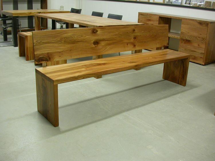 Einfache Bank aus Rüster (Ulmenholz) mit durchgehender Sitzfläche