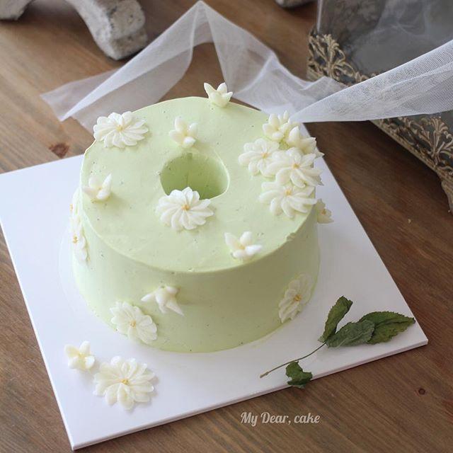 - 내가 먹고싶어 만든 쉬폰 케이크🌿 - #flowercake  #koreacake #decocake #cakedesign #cakeart #cakeartist #certificate #baking #bakingclass #플라워케이크 #cakeclass #mydearcake #bakingstudio #cupcakes #flowercakeclass #chiffoncake #summercake #chiffon #쉬폰케이크 #쉬폰 #그린티