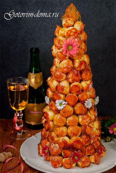 Рецепт: Крокембуш с фисташковым заварным кремом (Piece montee en choux a la pistache)