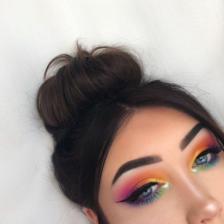 Ojos alegres con colores brillantes – Maquillaje