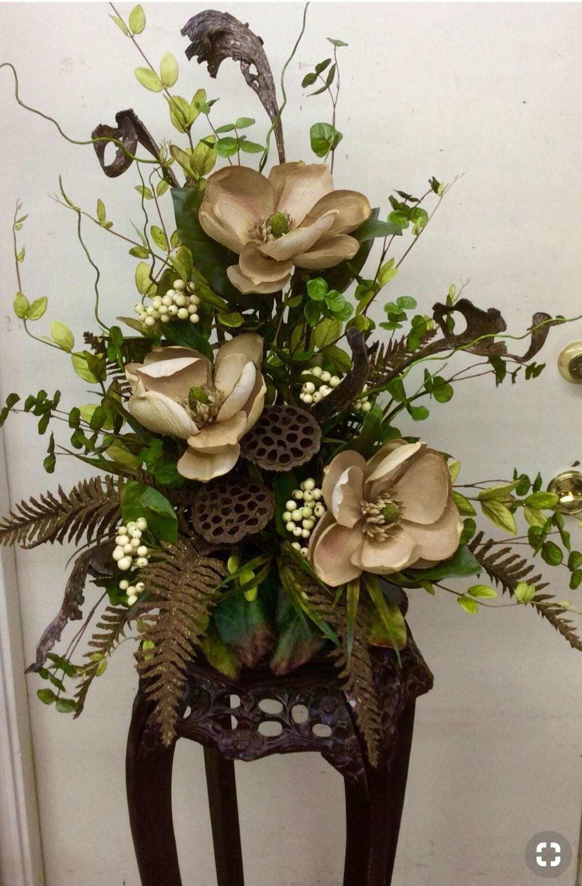 Pin By Barbara Flores On Wreaths Floral Arrangements Pinterest