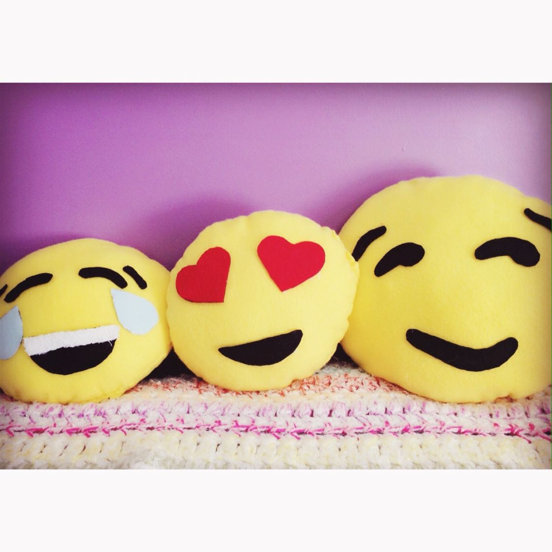 Super Adorable Diy Emoji Pillows Super Cute And Super Easy Only Requiring A Few Materials Emoji Pillows Crafts For Teens Sewing For Kids
