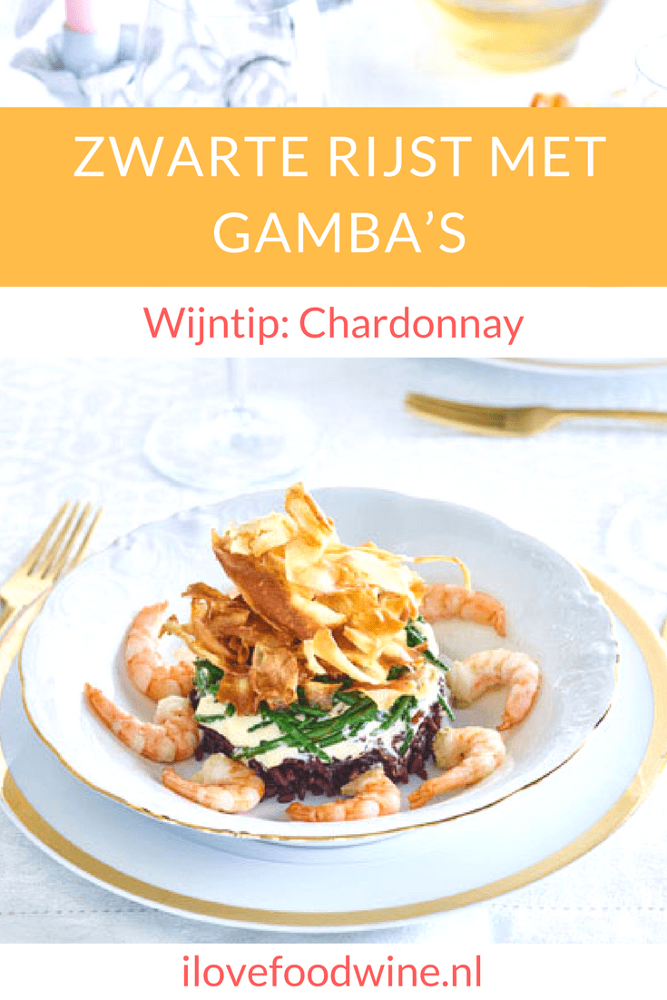 Recept Zwarte rijst met gamba's uit het kookboek Daily Dinners van Chicks love food. met maximaal 5 ingrediënten zet je snel een creatieve maaltijd op tafel o.a. pastinaak, zwarte rijst, gamba's en zeekraal. Voorgerecht voor 4 personen. #gamba's #voorgerecht