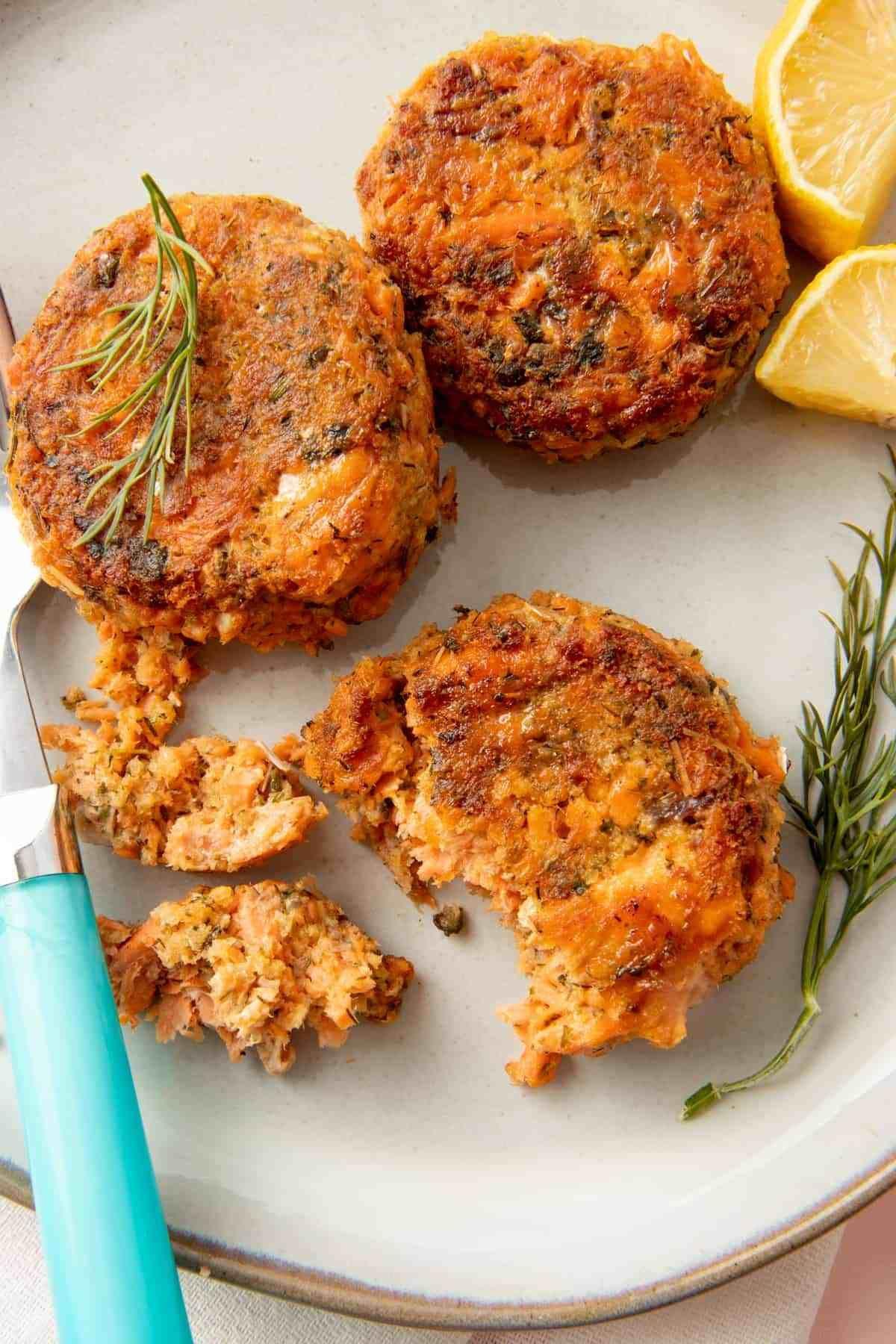 Easy Salmon Patties Recipe in 2020 Salmon patties