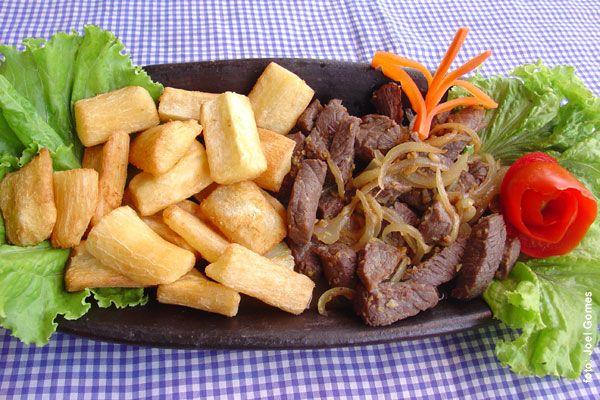 Macaxeira com carne de sol - que saudades do Brasil, coisa boa!