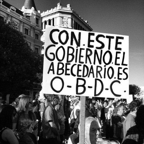 Con este gobierno el abecedario es O - B - D - C   Libre Acción poética