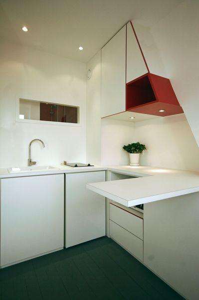 La petite cuisine bénéficie de nombreux rangements et d'un plan snack Plus