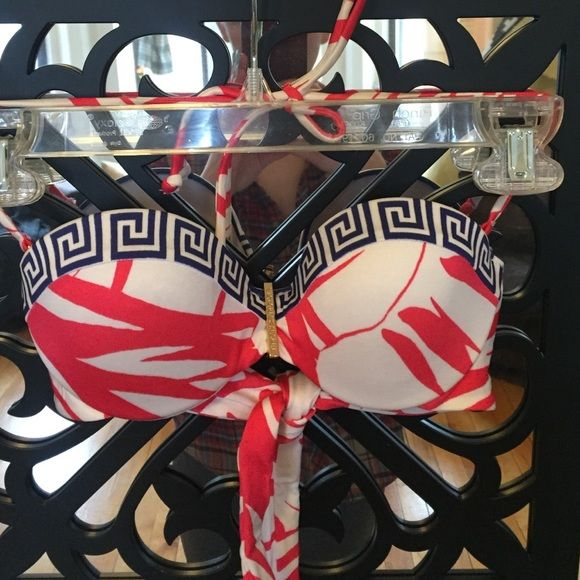 Absolutely Gorgeous Victoria's Secret Bikini Top Only worn once!!! This is a gorgeous push up bikini top, just in time for summer. 32A. Available on Merca*i at a lower price! Ask for username! Victoria's Secret Swim Bikinis