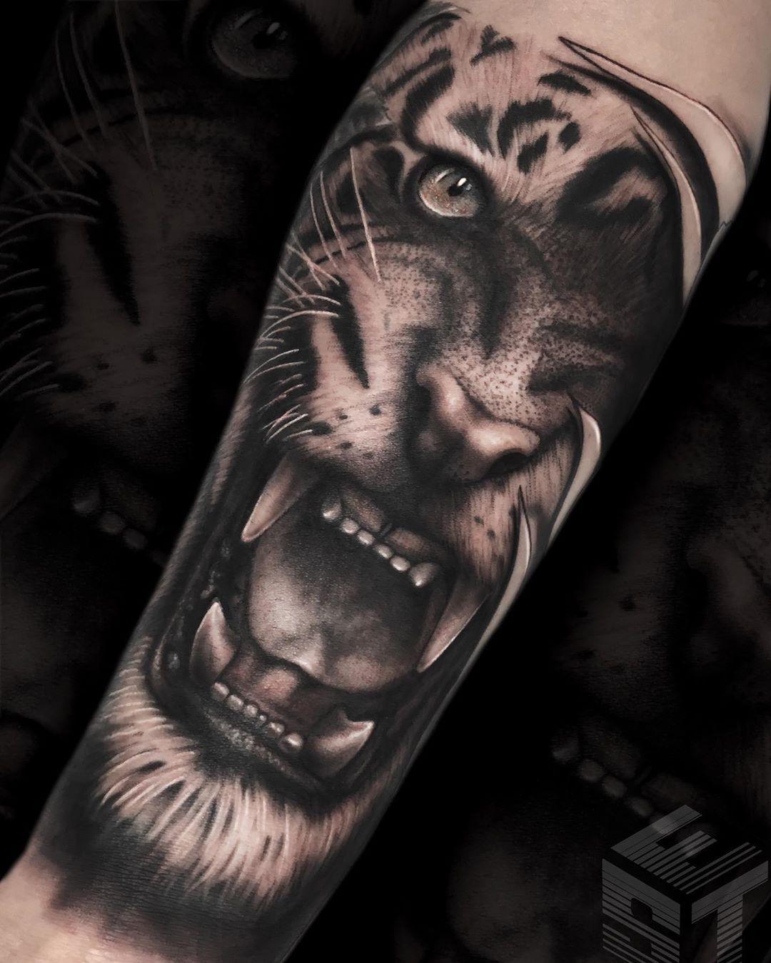 Realizado en @el_salvador_tattoo!! Gracias Roales por la confianza!! . . CITAS E INFO: ✉️MD  Elsalvadortattoo@gmail.com 🌐www.elsalvadortattoo.com 📌PLAZA SALVADOR 14 - LEGANÉS . . #tigretattoo #tigertattoo #realistictattoo #realismotattoo #blackandgreytattoo #tattoooftheday #bng #tattoodo #sullenclothing #inkedmag #inked #inkstagram #tattooartist #tattooed #tattoolove #tattooshop #tattoospain #tattooist #inktattoo #tattoorealistic #spain #madrid #leganestattoo