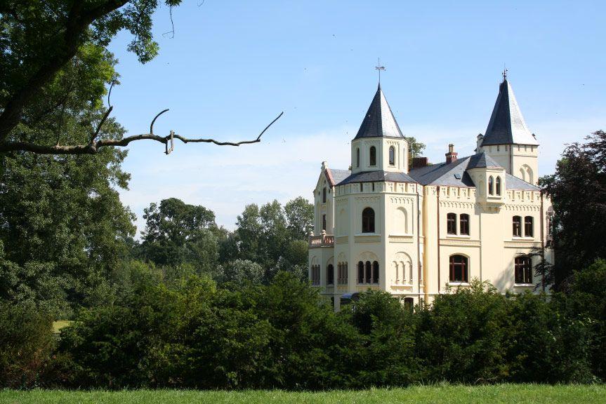 Schloss Lützow in Mecklenburg-Vorpommern (Familie von Lützow, Familie von Bassewitz-Behr)