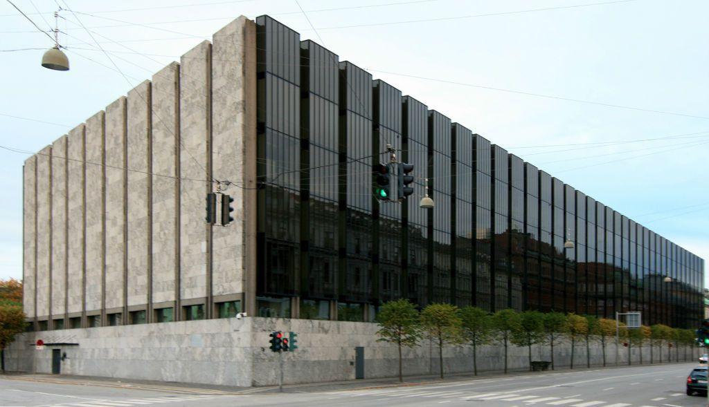 Arne Jacobsen Architect Biography Buildings Projects And Facts In 2020 Arne Jacobsen Architecture Danish Architecture Scandinavian Architecture