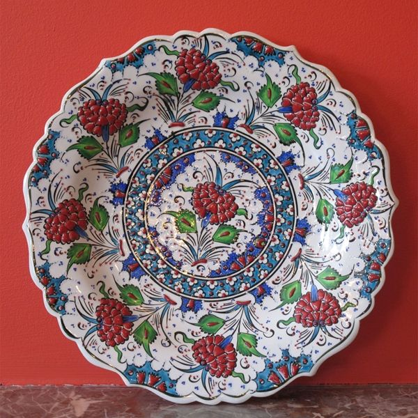 Great Turkish Iznik Ceramic Plate Hand Made In Turkey This Charger Is Decorative With Any Decor And On Any Wall Seramik Seramik Sanati Comlek