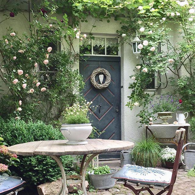 Bild könnte enthalten: Pflanze, Tisch, Baum und im Freien #hoflandschaften