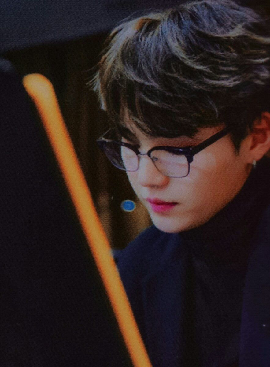 Yoongi with glasses is the greatest combination ever  1a42818a0fce