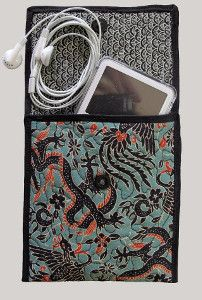 6 Step iPod Sleeve | AllFreeSewing.com