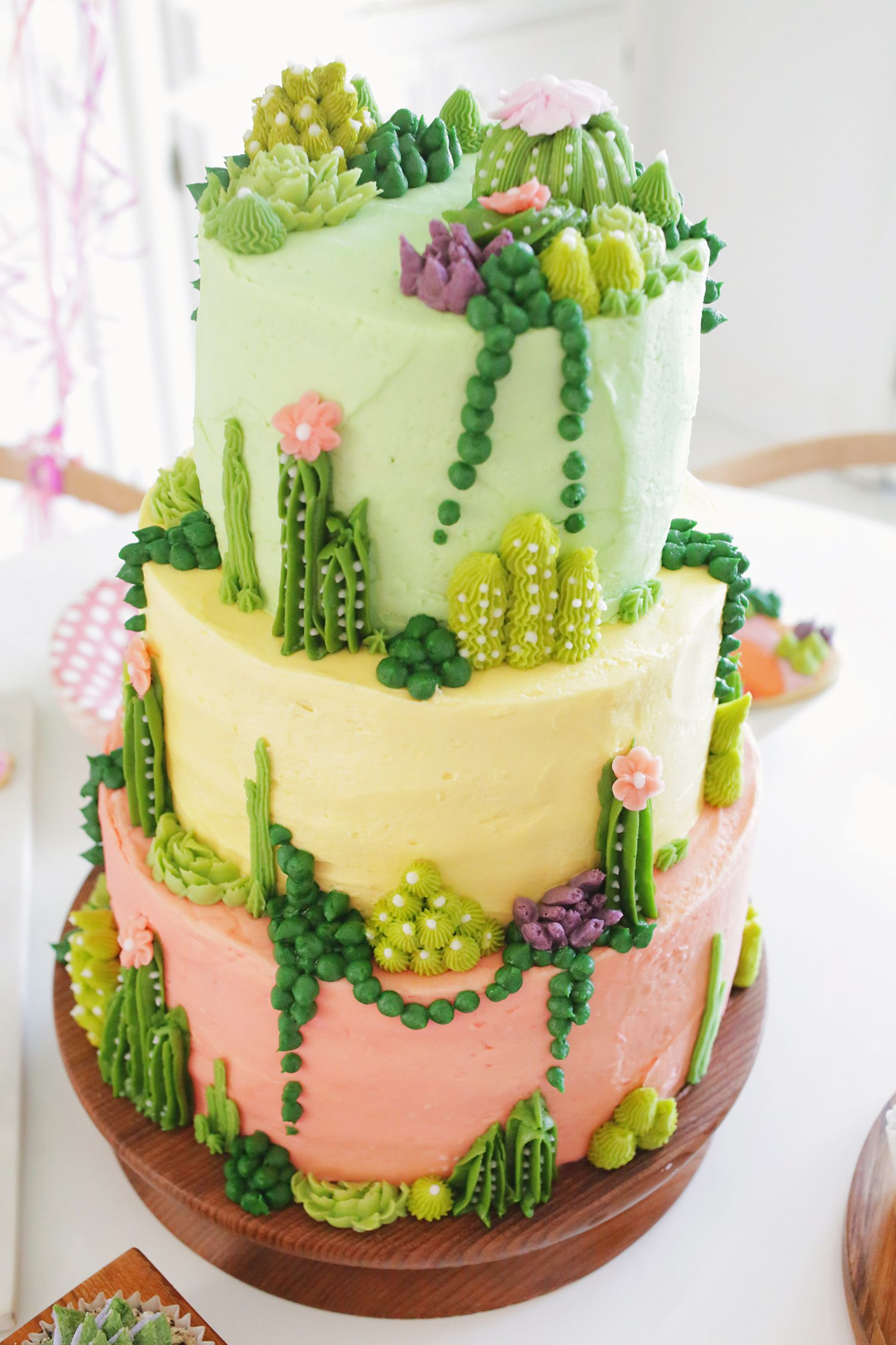 Lauras Palm Springs Themed Baby Shower Showers With Joann Kue By Hbahar Bakery Pal How Adorable Is This Succulent Tiered Cake Whether Youre Looking For Dessert Inspiration Cute Party Ideas Or Anything In Between Gorgeous