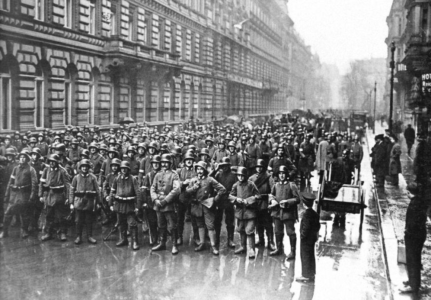 kapp putsch Den umsturzversuch führte kapp gemeinsam mit general freiherr von lüttwitz  an (von ludendorff unterstützt) ziel des putsches war die einsetzung einer.