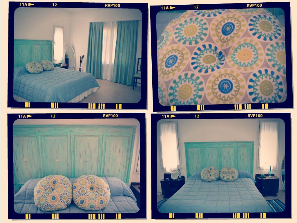 Respaldo de cama de madera reciclada, almohadones de lino estampado ...
