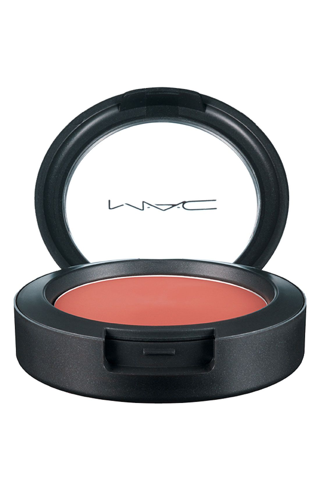 This state-of-the-art M·A·C blush is creamy, easy-to-blend, and results in a natural finish that's smooth, dewy-fresh and seriously long-lasting.