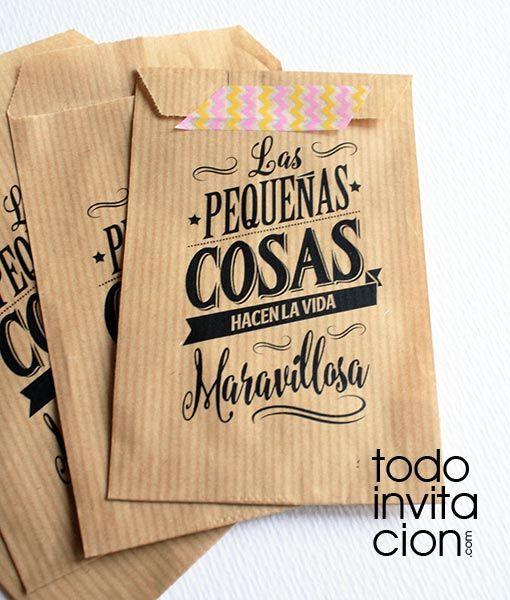 243e47c5e Bolsas pequeñas de kraft para detalles y regalos de boda, comunión o  celebración en general con la frase: Las pequeñas cosas hacen la vida  maravillosa