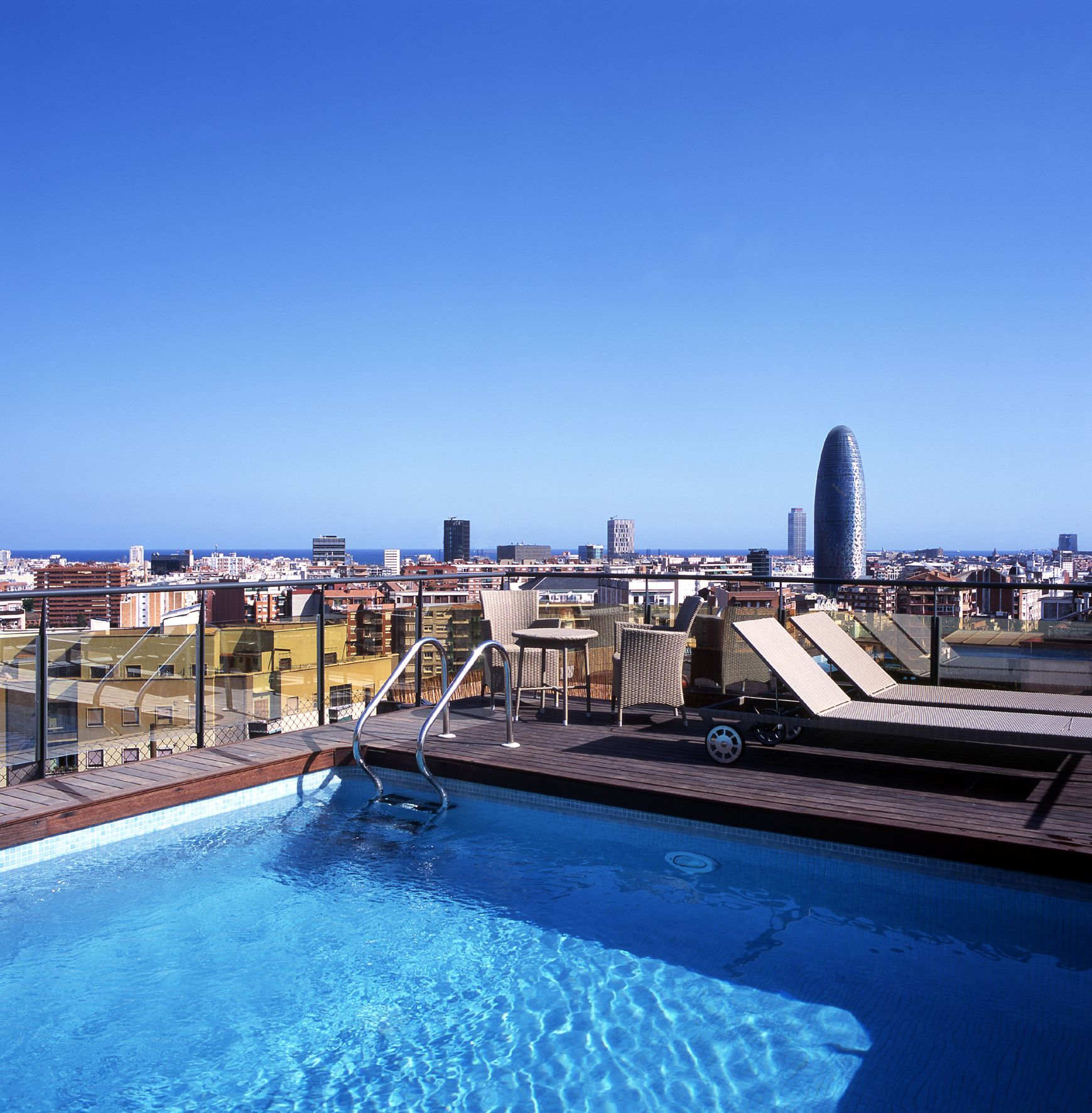 Fabulosa Piscina En La Terraza Del Hotel Catalonia Atenas