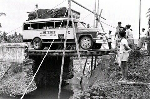Vintage Bukittinggi Medan Chevrolet Bus Bukit Tinggi