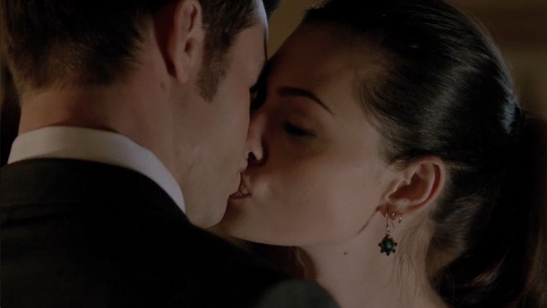 Hayley And Elijah Kiss For The First Time In A Closer Walk With