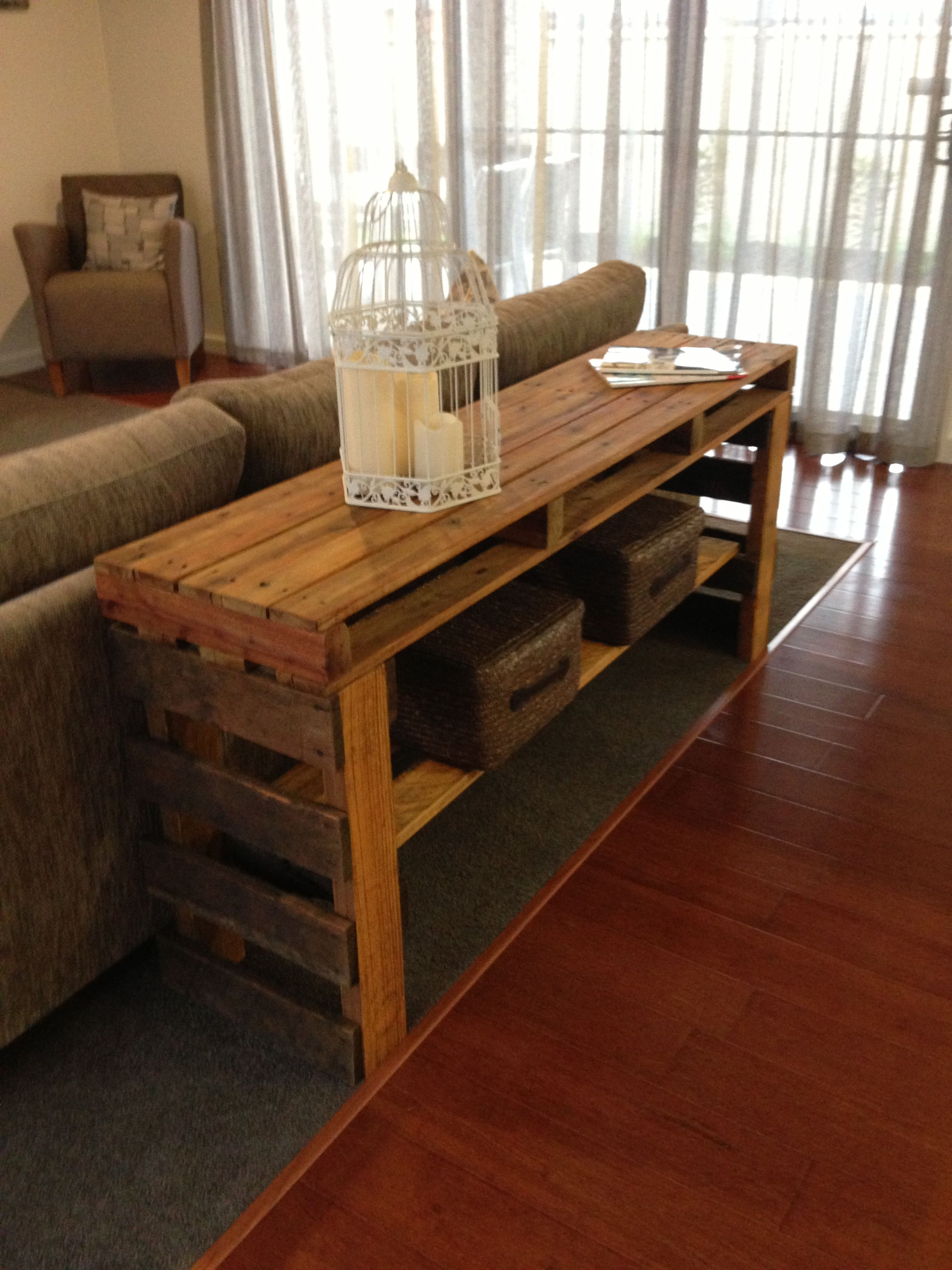 Pallet table Make one like this for the bar outside