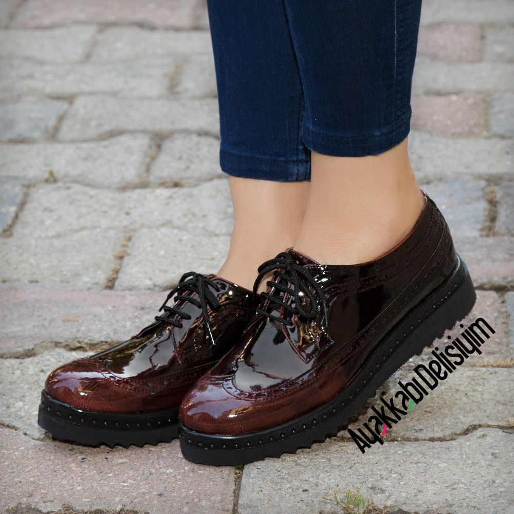 Platform topuklu inci süslemeli yılan derisi fiyonklu ayakkabı