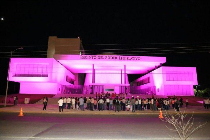 Congreso se ilumina de rosa para hacer conciencia sobre el Cáncer de Mama - El Diario de Yucatán