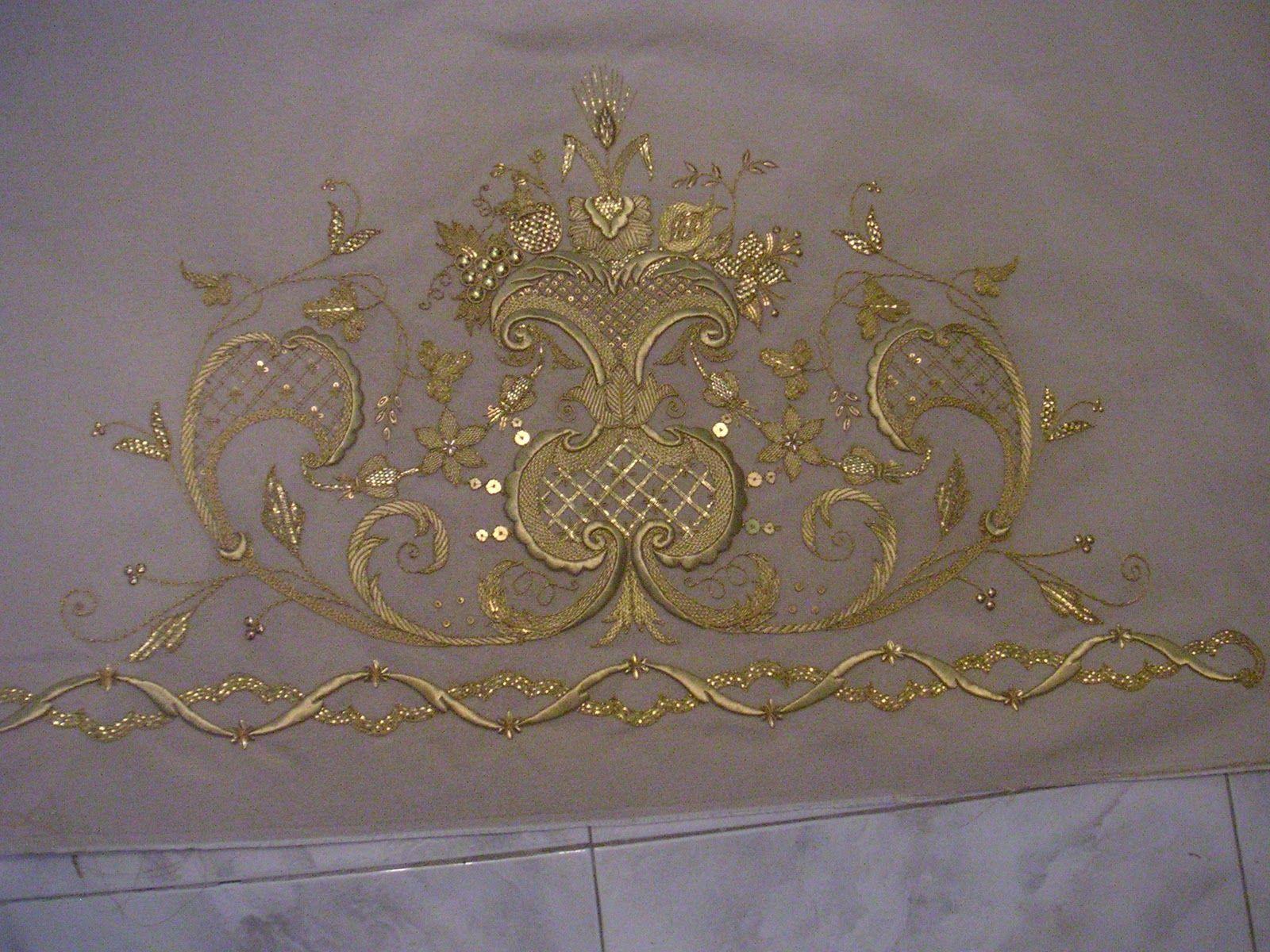 Saya bordada en oro sobre sut n de marfil y oro para la for Telas marfil malaga