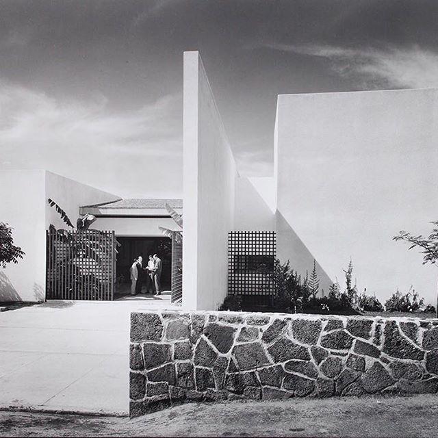 La Altena Complejo Residencial Por Juan Sordo Madaleno Y Luis Barragan En 1967 Tbt Juevesdearchivo Architect Residential Design Sydney Opera House House
