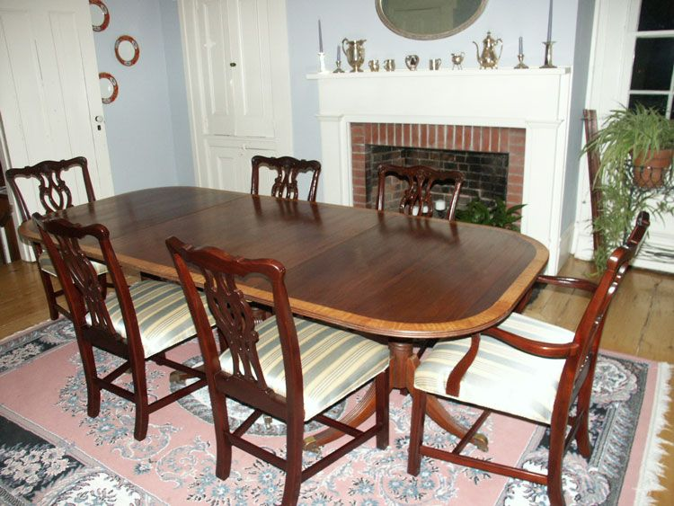Attirant Duncan Phyfe Dining Table With Chippendale Chairs.