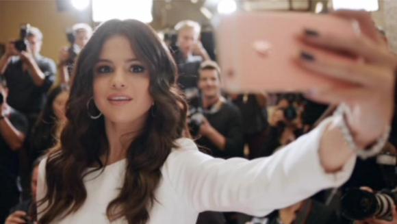 Groupe Selfie With Celeb Iphone Google Search Selena Gomez Selena Most Beautiful Women