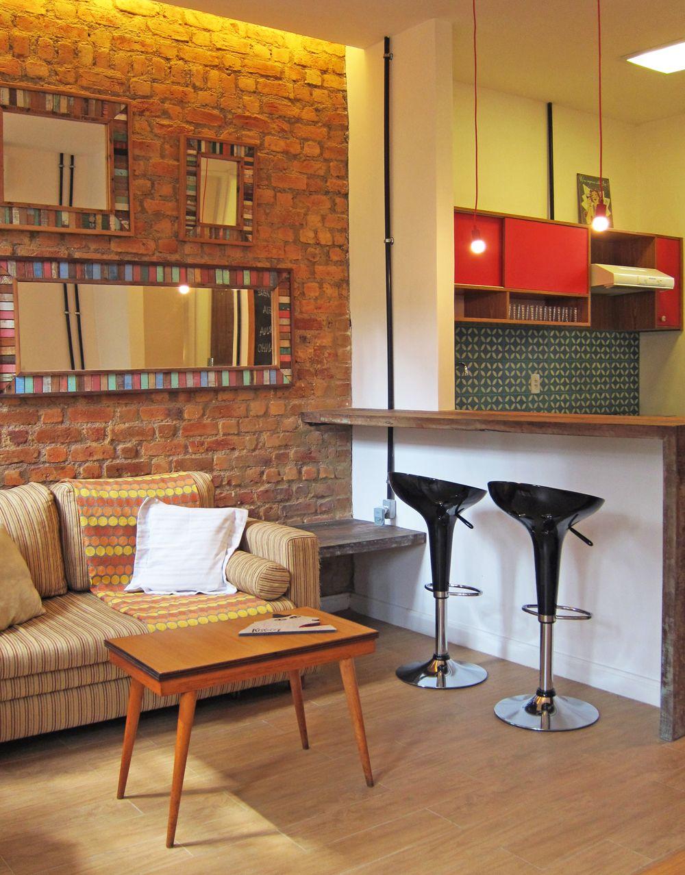 Uma casa de vila retrô. Veja: http://casadevalentina.com.br/projetos/detalhes/casa-de-vila-com-perfume-retro-566 #decor #decoracao #interior #design #casa #home #house #idea #ideia #detalhes #details #style #estilo #casadevalentina