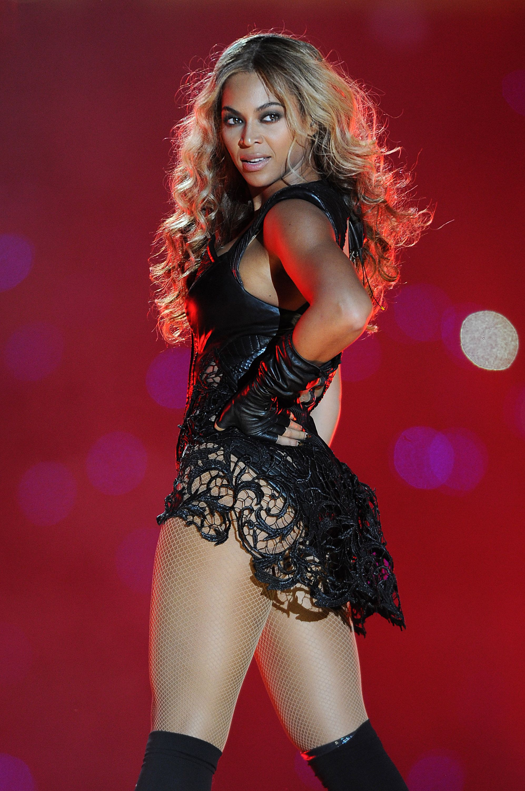 Beyonce's Super Bowl Wardrobe - wgNetworks