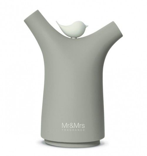SISSI - Electronic Fragrance Diffuser - DOVE GREY -Made in Italy, designed by the same people who were involved with designing Alessi products.  This electronic fragrance diffuser is a new, amazing way to fragrance your home.  It is very lightweight, and soft to the touch.