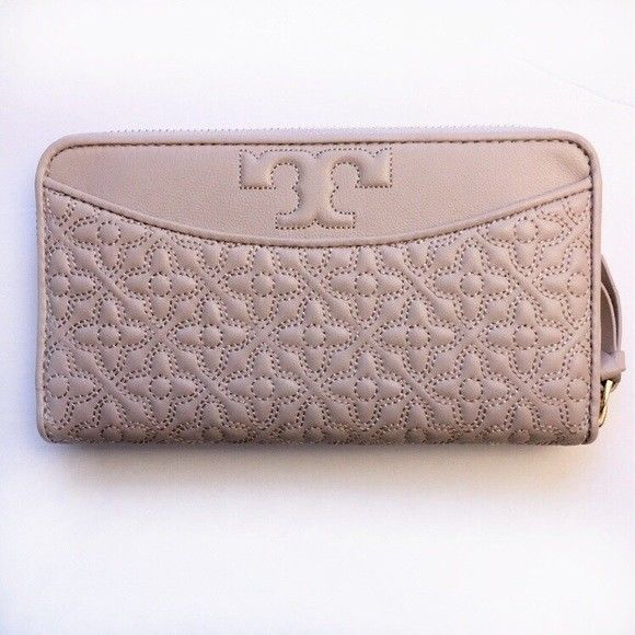 5346124212a6 TORY BURCH Bryant Zip Continental Wallet ~ Light Oak Quilted Leather New NWT   ToryBurch  Clutch
