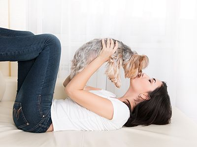 By Juliana Weiss-Roessler If you live in an apartment or condo, this should be a factor you consider when adopting a dog: will your new family member be happy in close quarters?