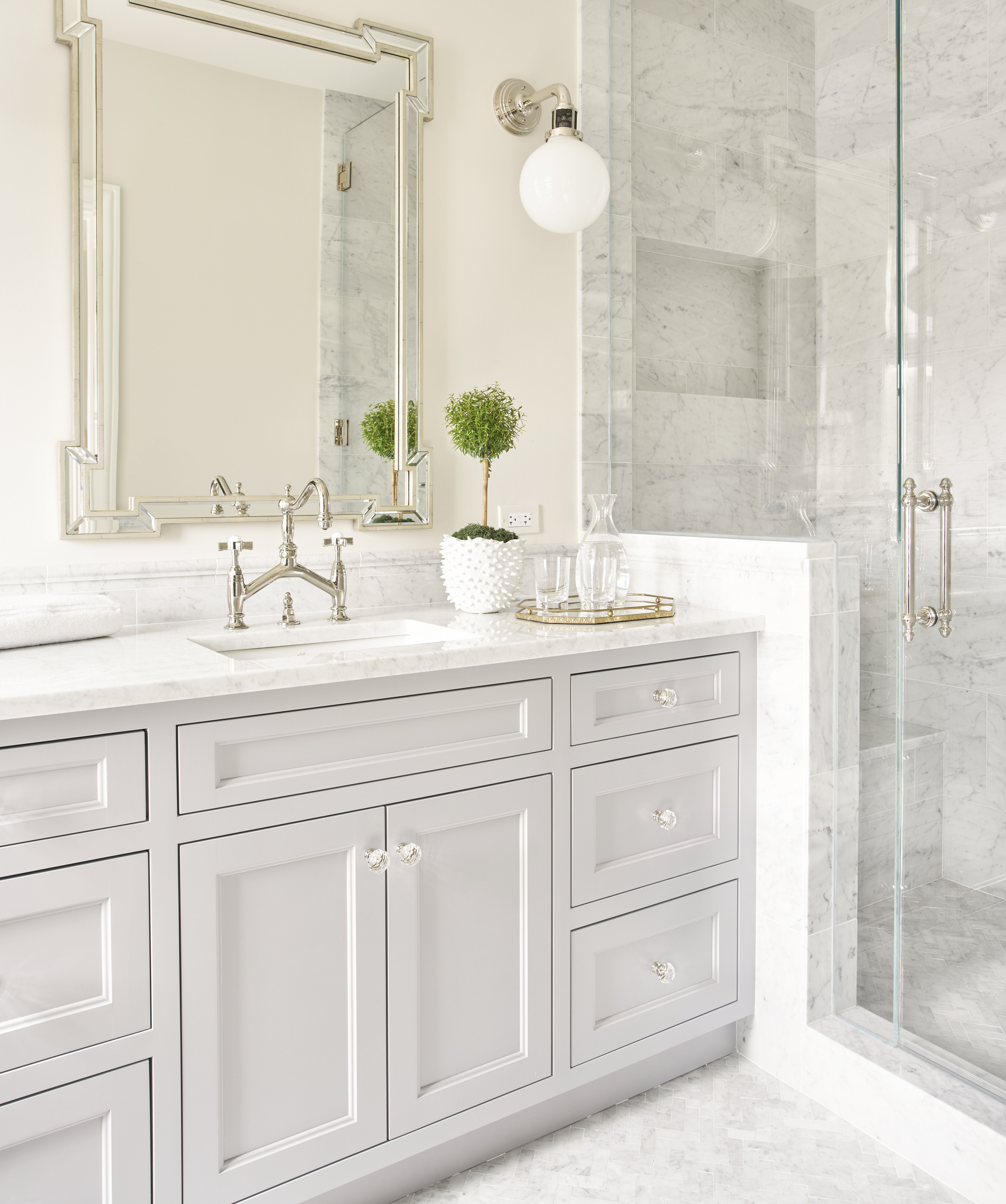 Love Fixtures And Mirror With Images Elegant Bathroom White