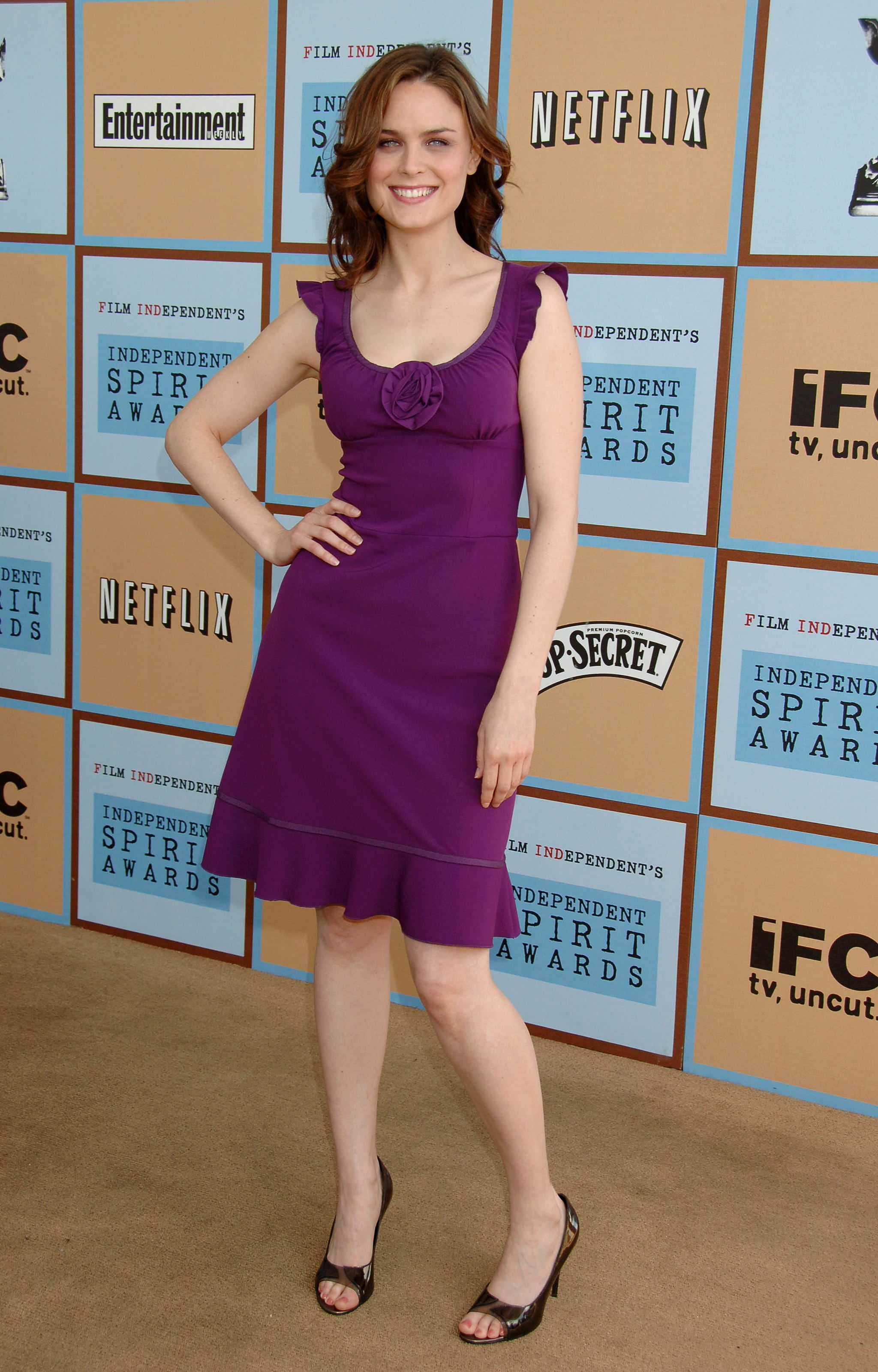 Was Emily deschanel feet and legs was registered