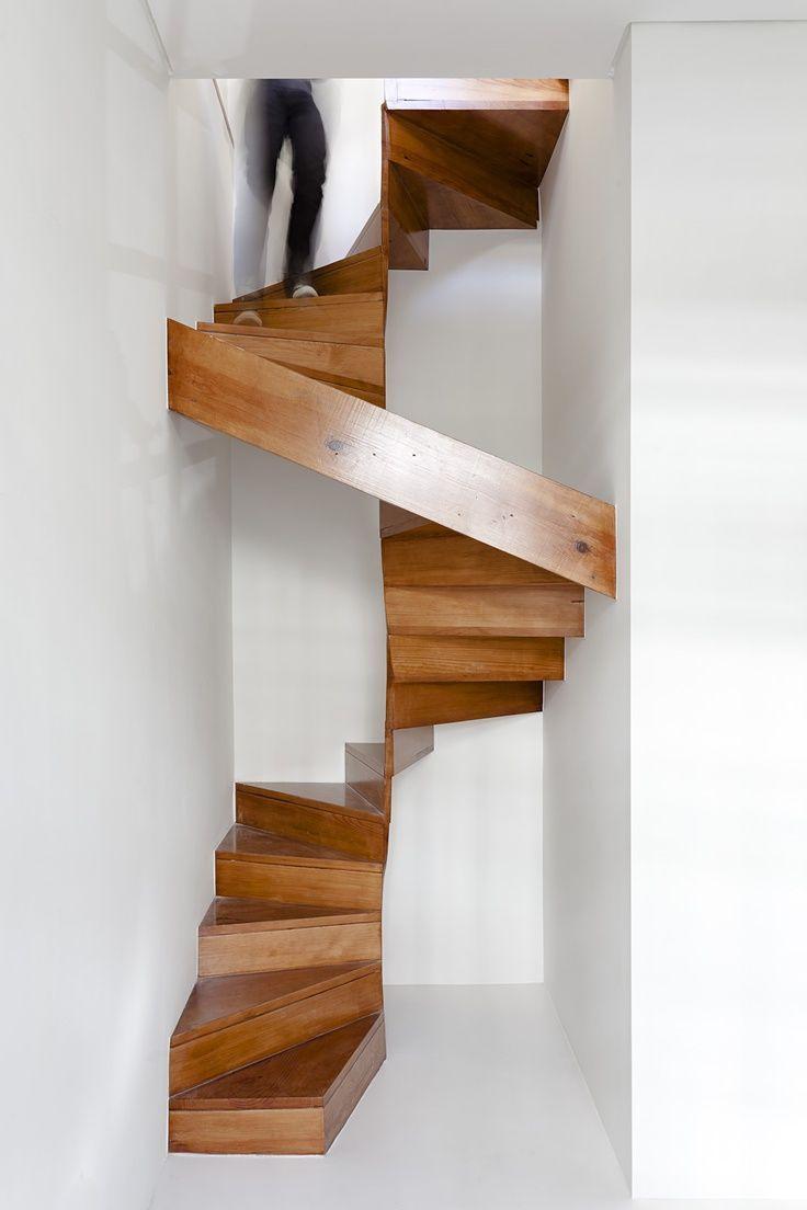 Винтовая лестница (50 фото): эффектные интерьерные решения ...
