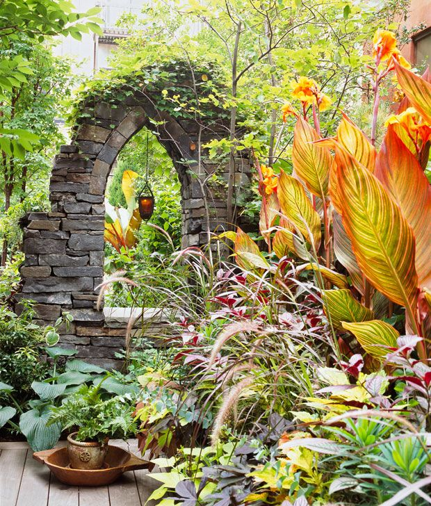 These faux ruins were made out of natural stone, but the same effect could be captured with bricks, stucco-covered concrete blocks, or even alternative materials sprayed with stone finish. Cover with vines for an even more ancient look!