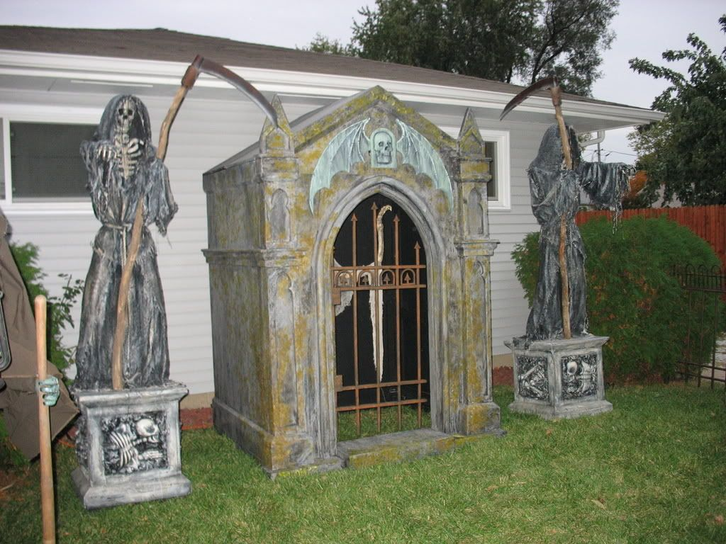 here are a couple pics of the finished Mausoleum and a link to video of & here are a couple pics of the finished Mausoleum and a link to ... Pezcame.Com